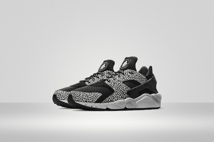Sp15_Huarache_Run_iD_Safari_Pair.jpg